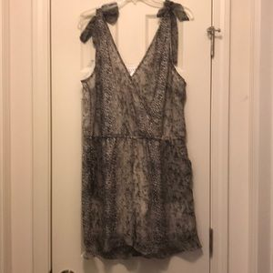 New w/out tags Venus Romper size 16 animal print